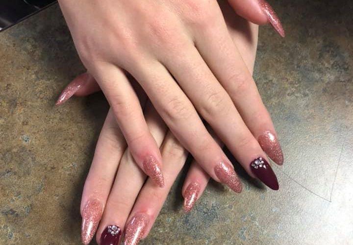 nail-salon-acrylic-manicure